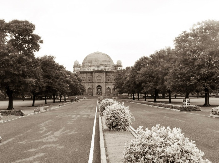 Premises of Gol Gumbaz