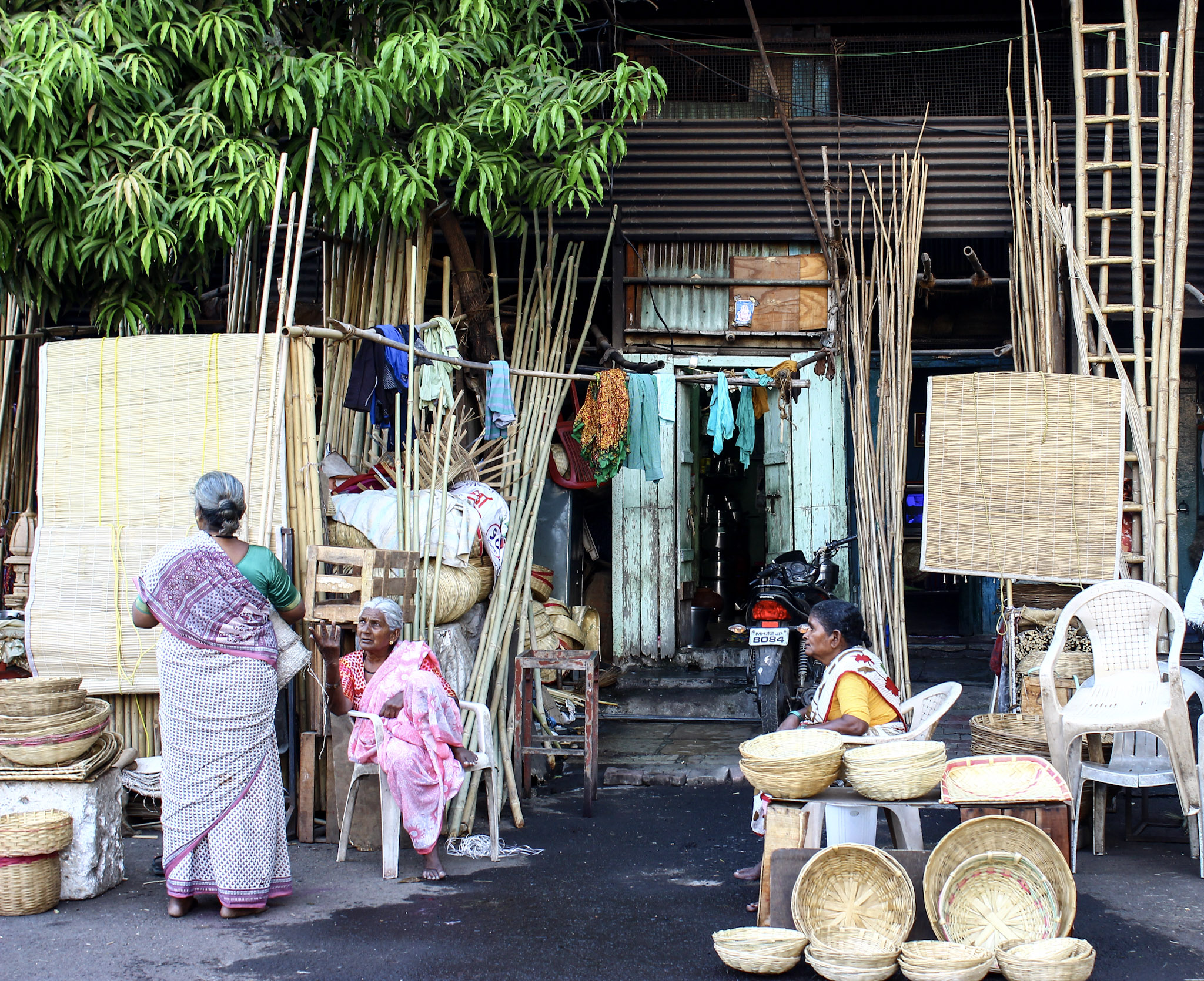 The women of Burud Ali. The cane market of Pune