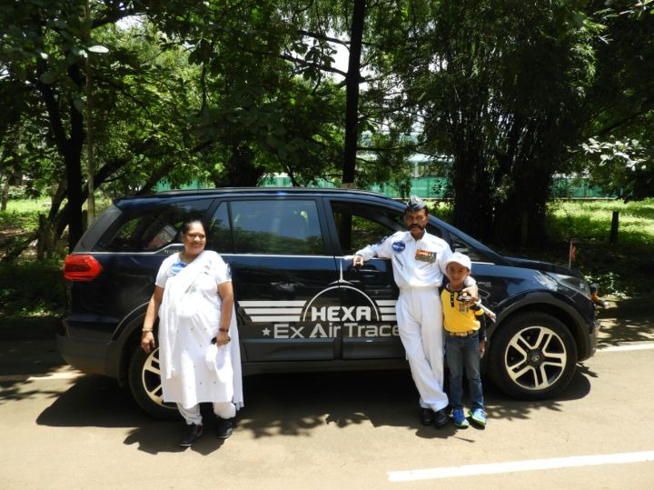 Hiremath and his wife with the HEXA at Belgaum